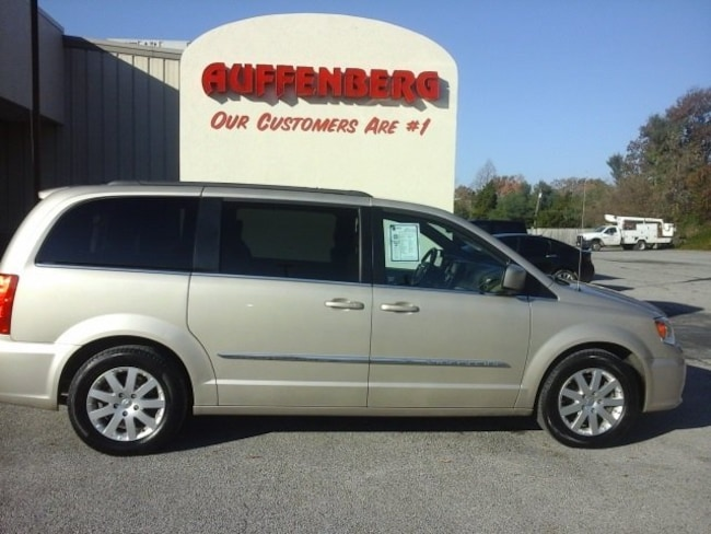 2016 Chrysler Town & Country Touring Van LWB Passenger Van
