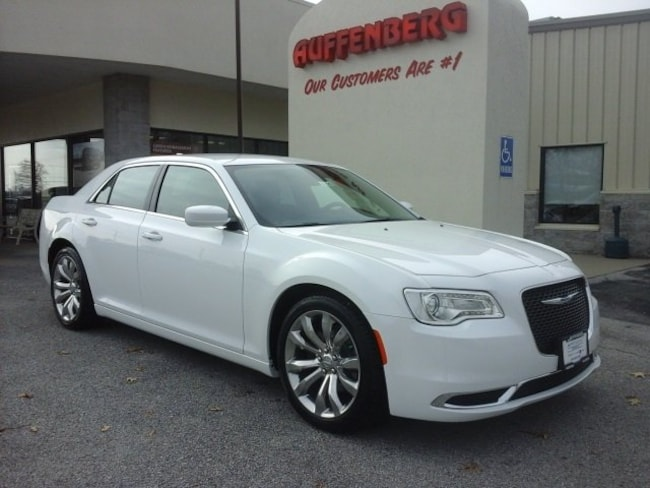 new 2019 Chrysler 300 TOURING L Sedan in Herrin IL