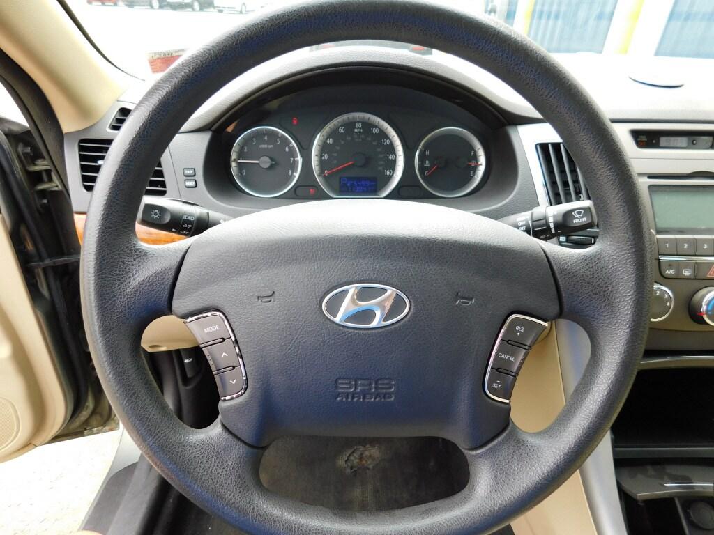 2009 Hyundai Sonata 4dr Car