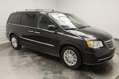 2016 Chrysler Town & Country Premium Loaded! Van