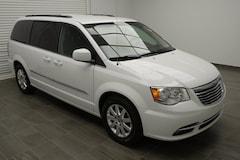 2016 Chrysler Town & Country Touring! Van