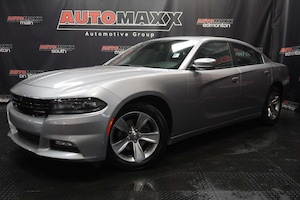 2017 Dodge Charger SXT w/Sunroof!
