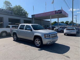 2010 Chevrolet Avalanche LS 4x4 6 places Camion