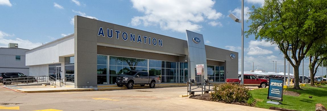 Exterior view of AutoNation Ford Arlington