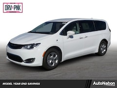 2018 Chrysler Pacifica Hybrid Touring Plus Mini-van Passenger