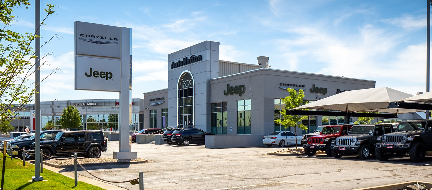 Exterior view of Autonation Chrysler Jeep Arapahoe during the day