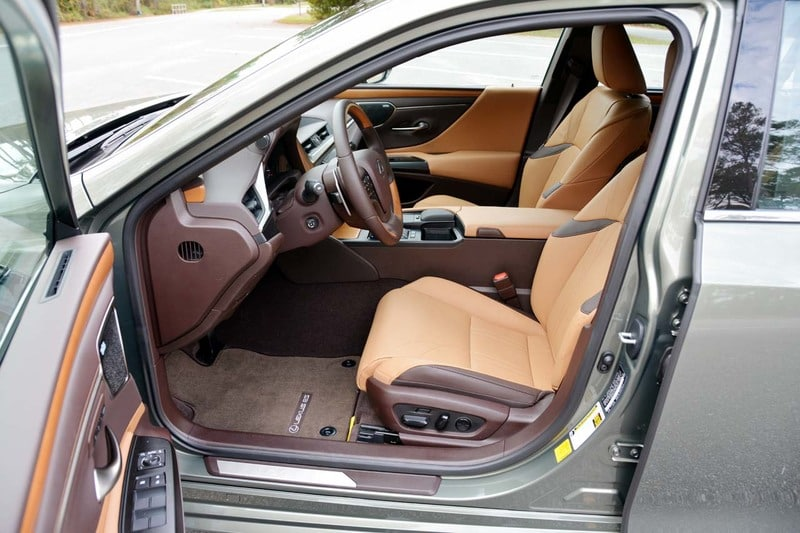 Interior view of the 2020 Lexus ES