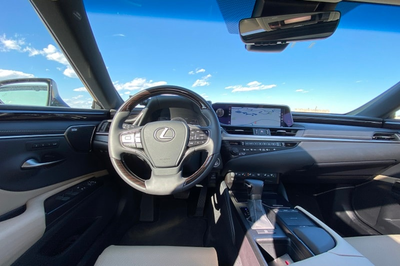 Interior view of the 2020 Lexus ES 350
