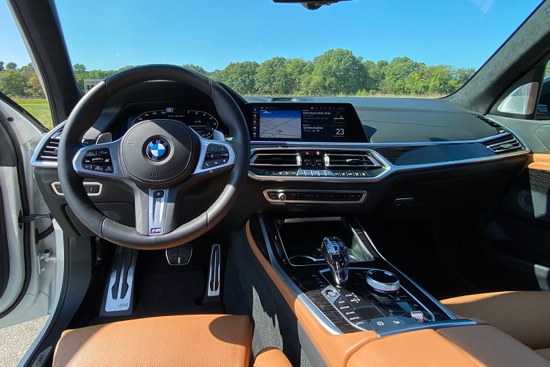 Interior view of the 2021 BMW X7 M50i