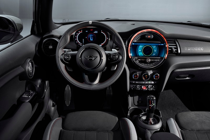 Interior view of the 2020 MINI Countryman JCW ALL4