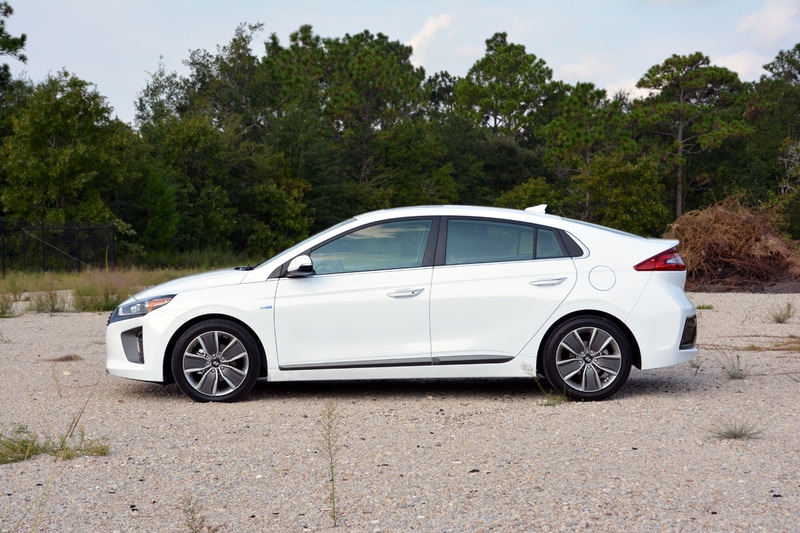 Style-wise, the Ioniq does a good job of fitting in with the rest of the Hyundai lineup.