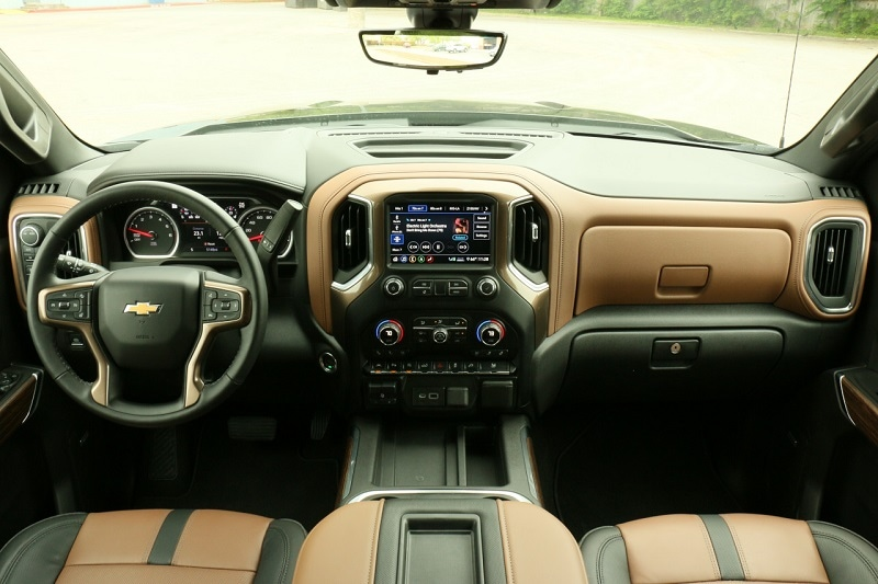 See the interior of the 2020 Chevrolet Silverado 1500 High Country