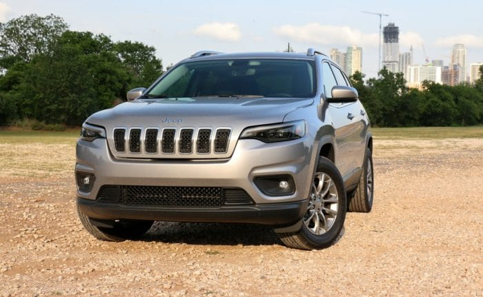 See the exterior of the 2019 Jeep Cherokee Latitude Plus 4X4