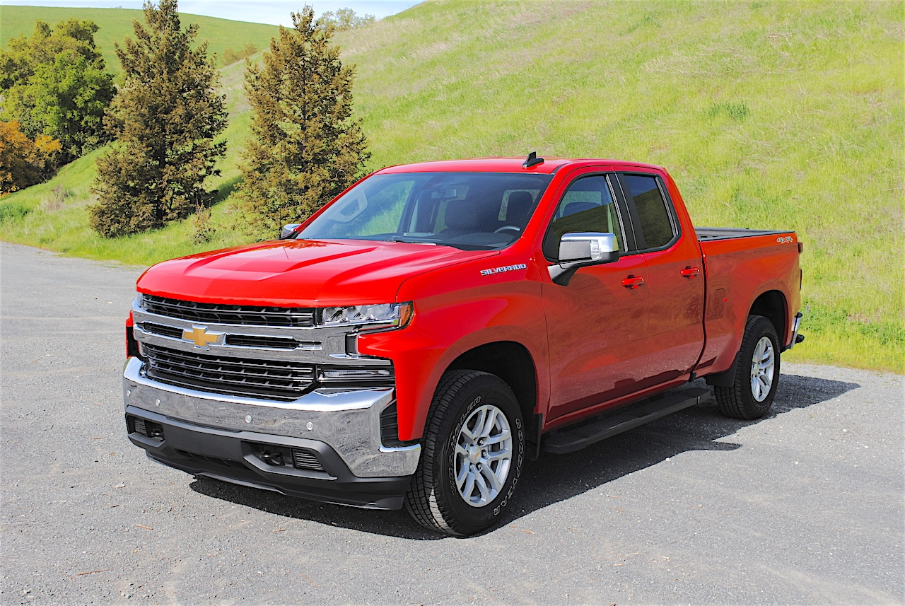 See the body of the 2019 Chevrolet Silverado LT Double Cab
