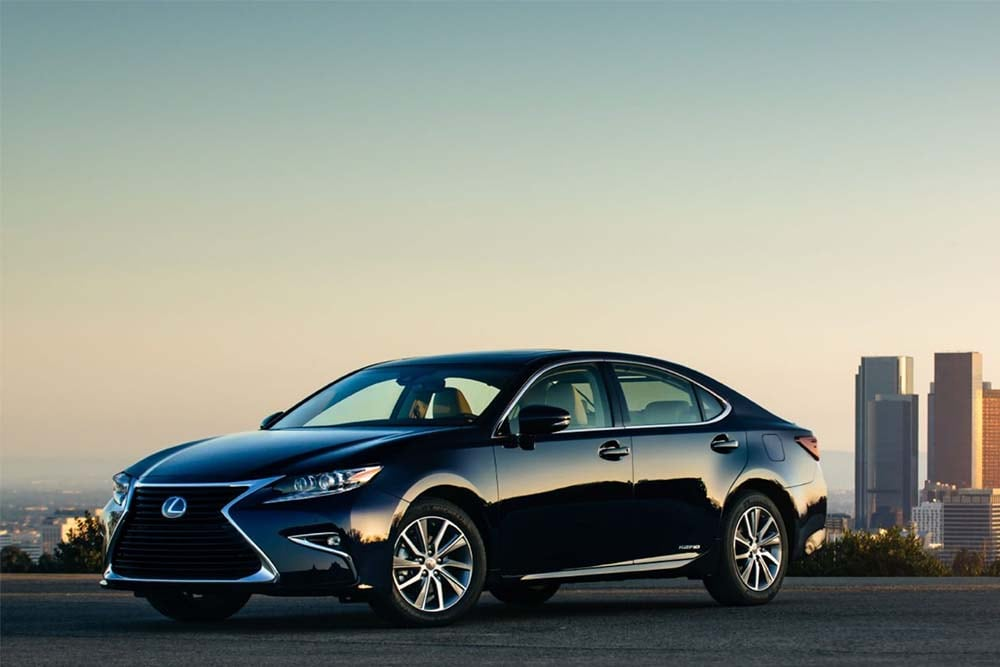 Exterior view of the 2020 Lexus ES 300h
