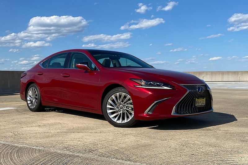 View of the engine in the 2020 Lexus ES 350