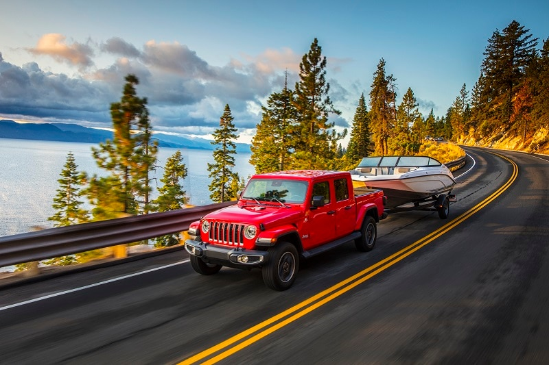 The Grand Cherokee Overland comes with features like a dual-pane panoramic sunroof