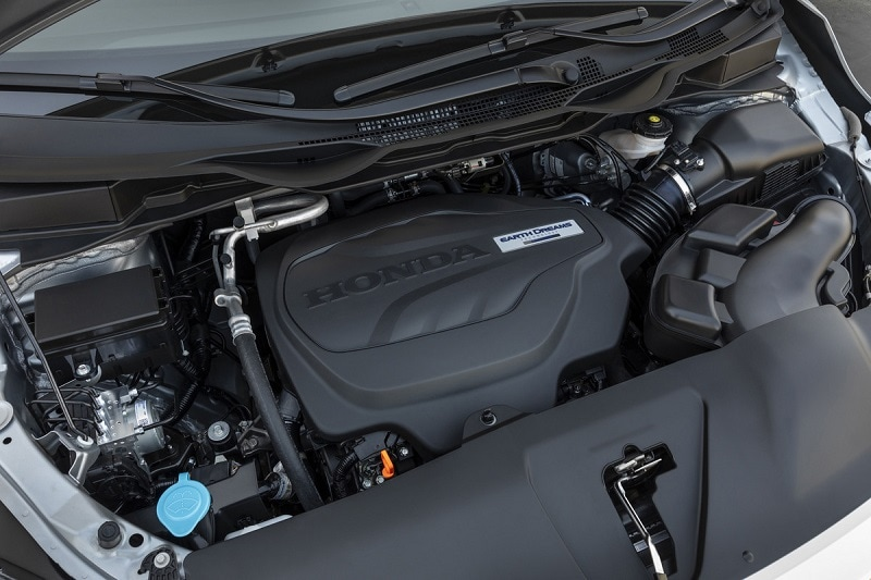 View of the engine block of the Honda Odyssey Elite