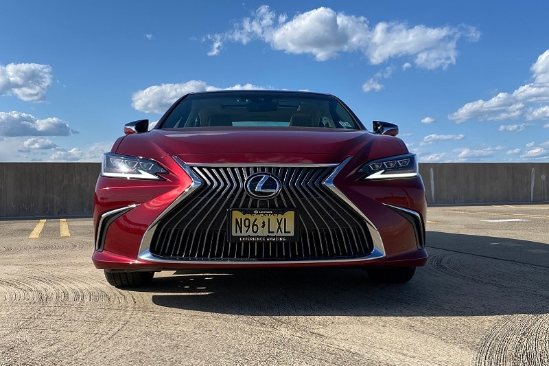 Seatbelts and safety equipment in the 2020 Lexus ES 350