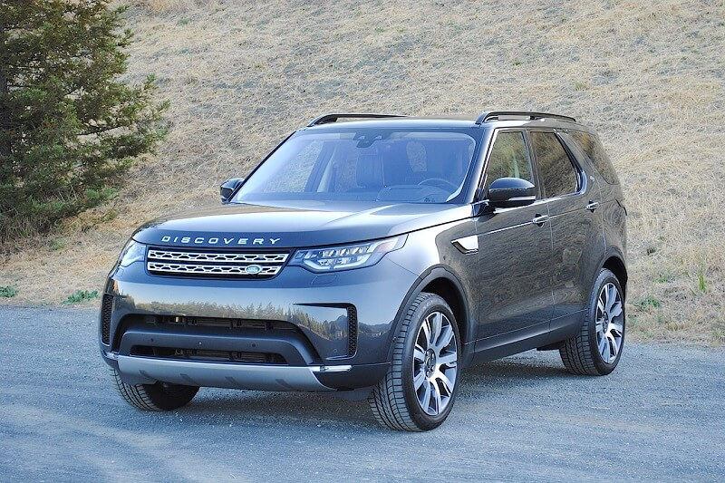 Few vehicles combine off-road prowess, luxury, power and technology, as well as the Discovery HSE.
