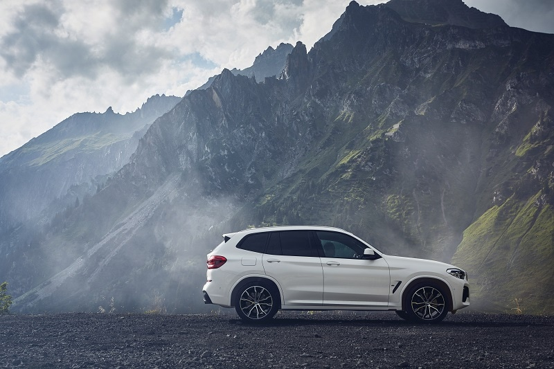 Exterior view of the 2021 BMW X3 xDrive30e