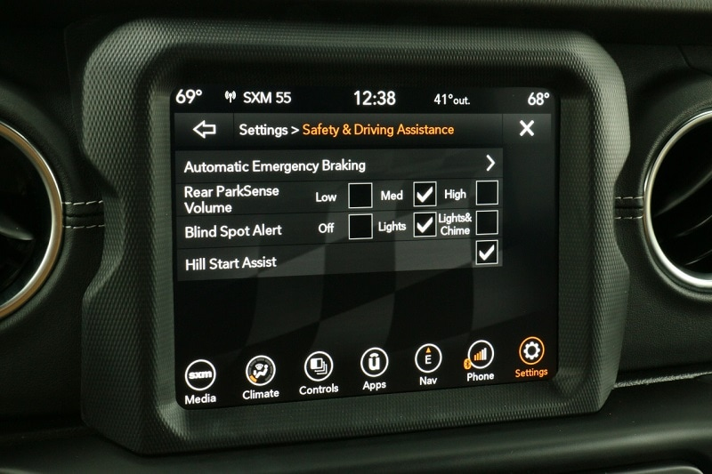 2020 Jeep Wrangler Unlimited Sahara infotainment screen