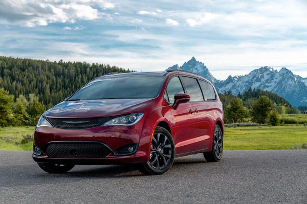 See the exterior of the 2020 Chrysler Pacifica Hybrid Limited