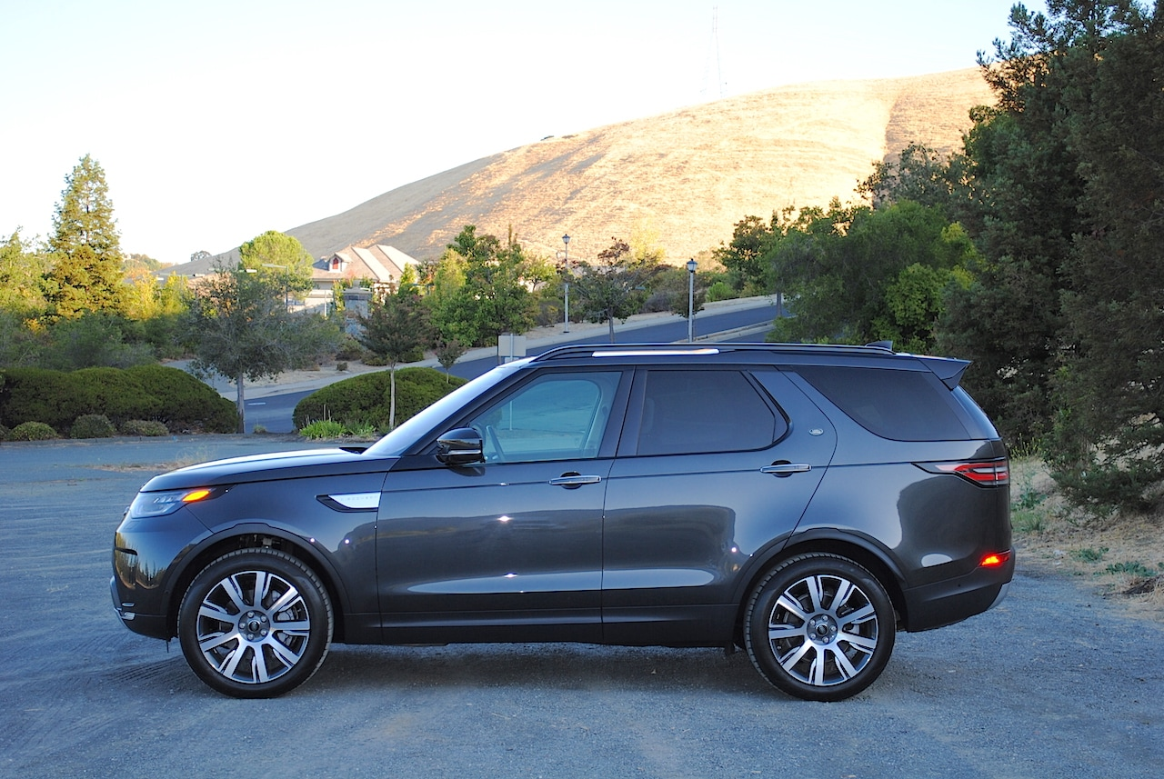 With rounded contours, enormous windows, and LED lighting, the Discovery is a fantastic looking SUV.