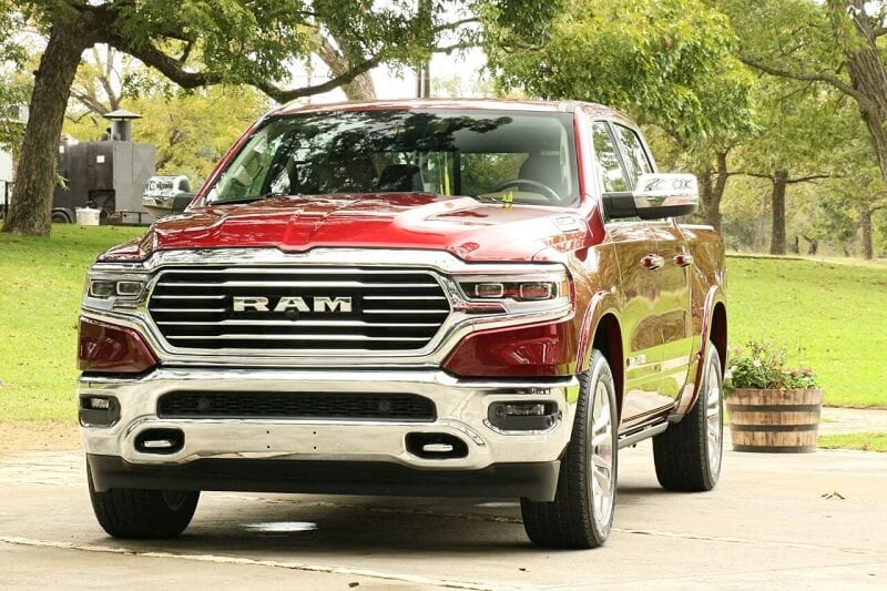 No matter how hard I pressed the right pedal, the RAM EcoDiesel refused to shout. It was so quiet that it almost sounded like a gas engine.