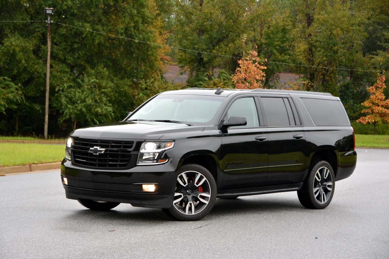 See the body of the 2019 Chevrolet Suburban RST