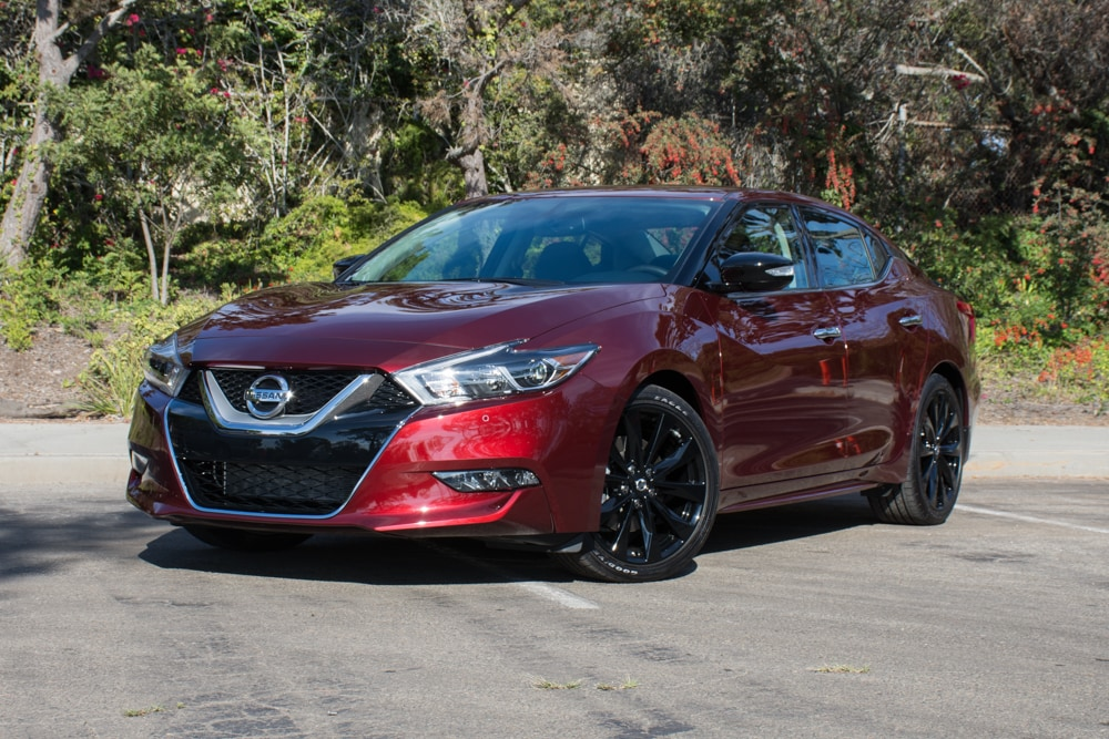 See the body of the 2017 Nissan Maxima SR Midnight Edition