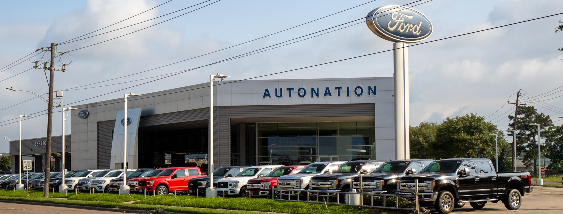 Exterior view of AutoNation Ford Gulf Freeway