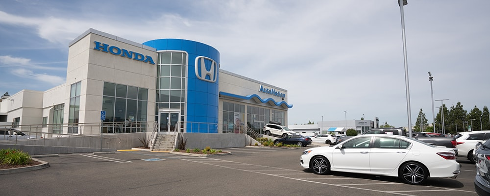 Exterior view of AutoNation Honda Roseville serving Lincoln
