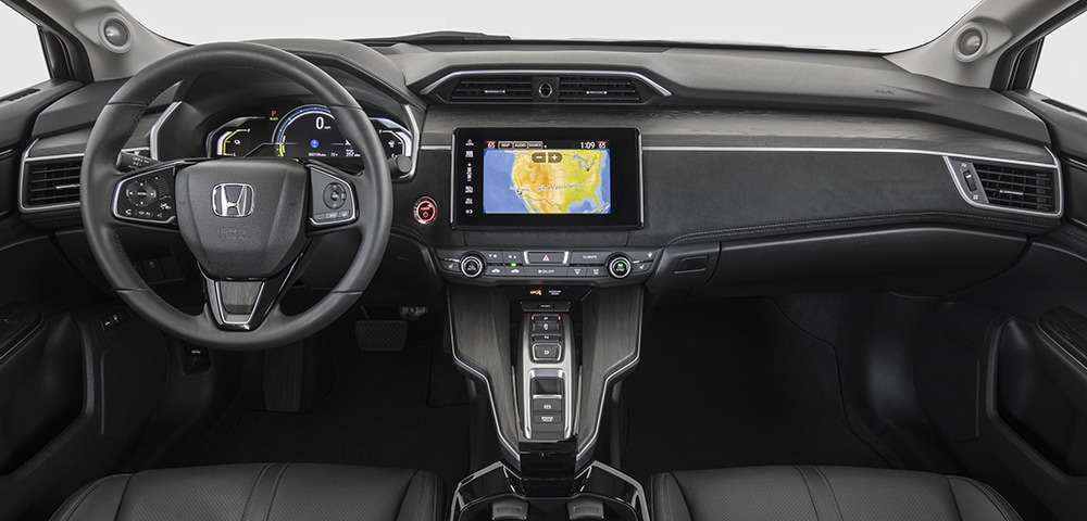 Dash, gauges, and infotainment of the 2018 Honda Clarity near Farragut