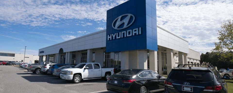 Exterior view of AutoNation Hyundai Columbus during the day