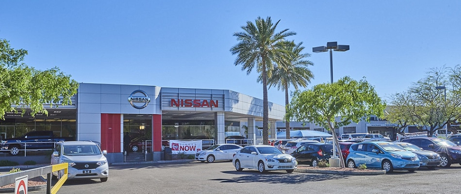 Exterior view of Nissan Tempe Serving Mesa