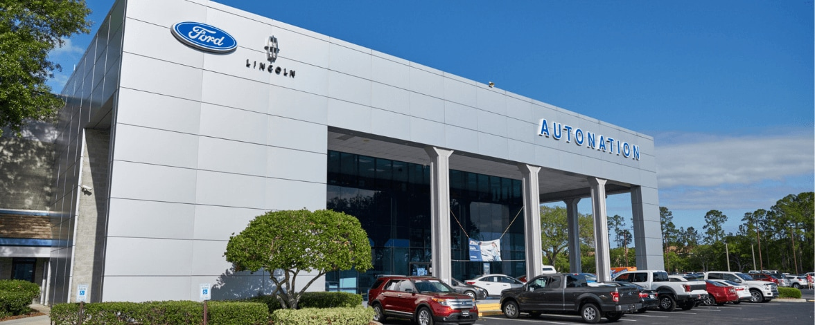 Exterior view of AutoNation Lincoln Orange Park during the day