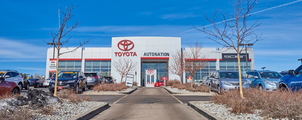 Exterior view of AutoNation Toyota Arapahoe during the day