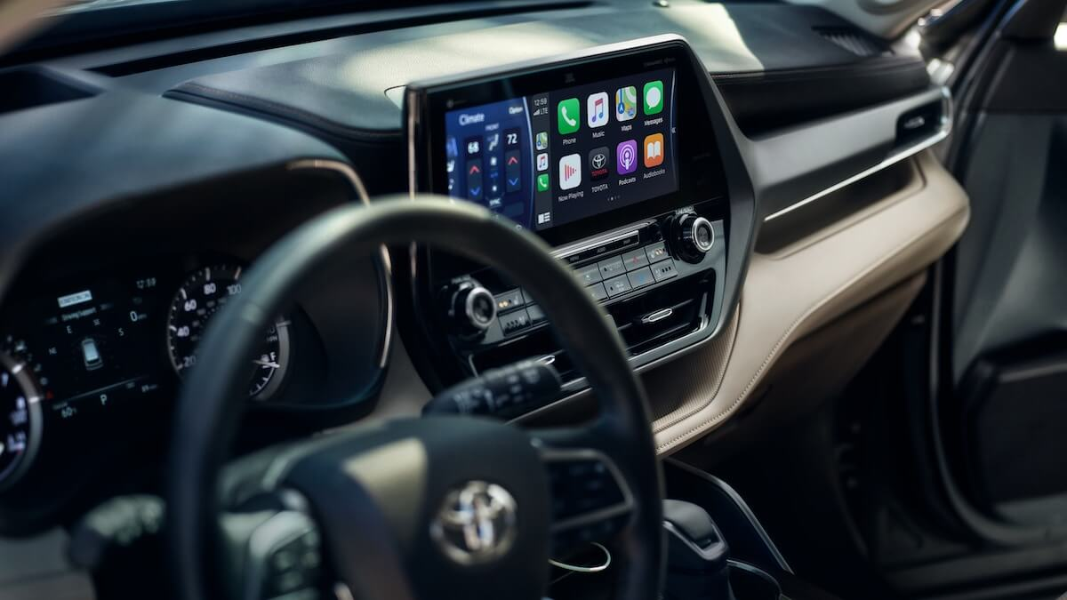 2021 Toyota Highlander interior with Apple CarPlay compatibility