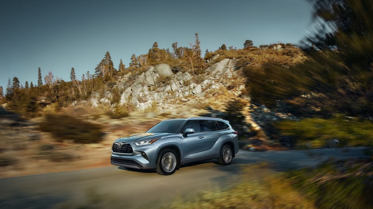 2021 Toyota Highlander Platinum AWD in Moon Dust