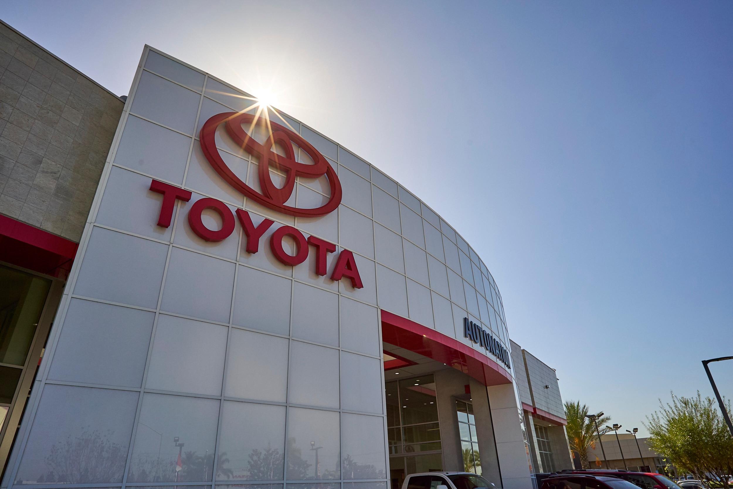 Cerritos Toyota Dealer