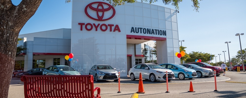 Exterior view of AutoNation Toyota Fort Myers during the day