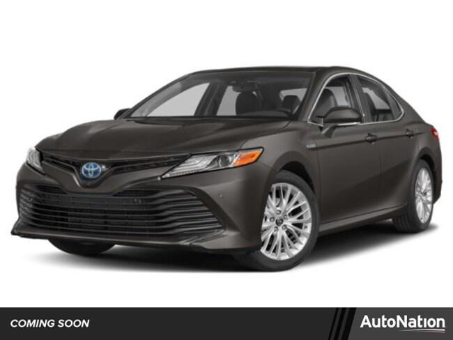 2019 Toyota Camry Hybrid SE Sedan