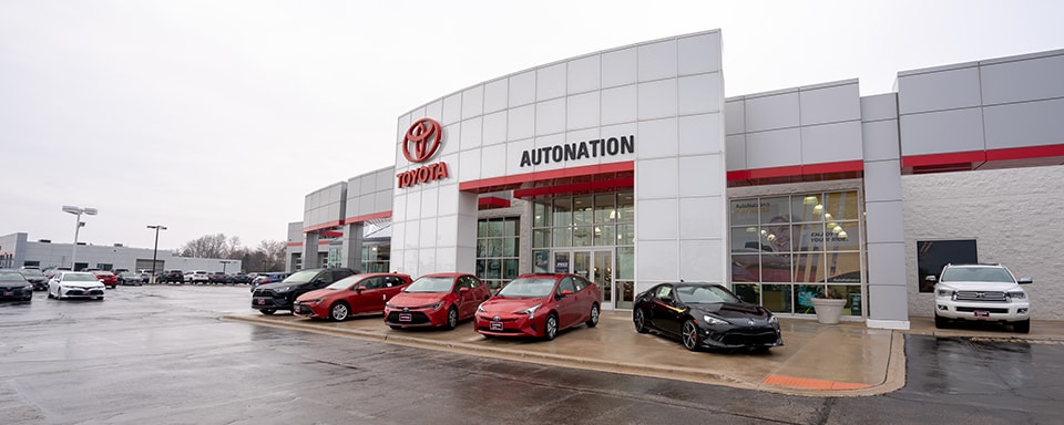 Outside view of AutoNation Toyota Libertyville