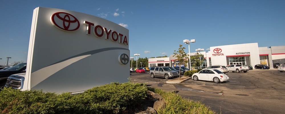 Exterior view of AutoNation Toyota Libertyville during the day