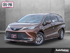 2021 Toyota Sienna XLE 8 Passenger Van