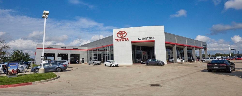 Exterior view of AutoNation Toyota Gulf Freeway during the day