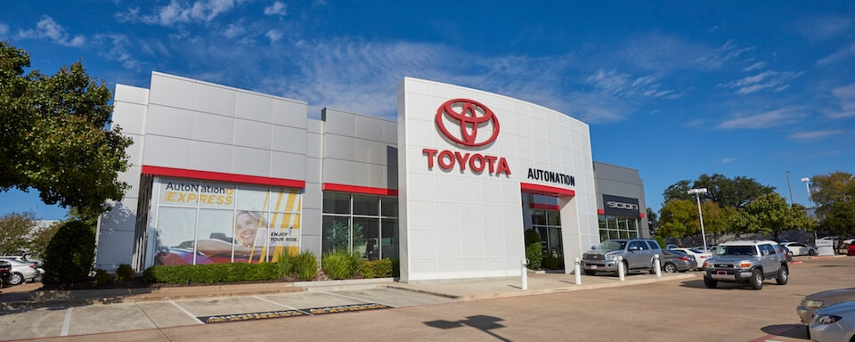 Exterior view of AutoNation Toyota South Austin during the day