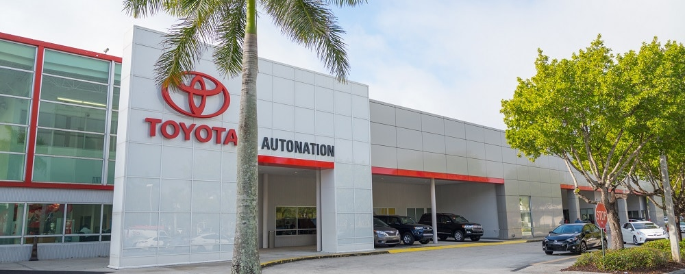 Exterior view of AutoNation Toyota Weston during the day