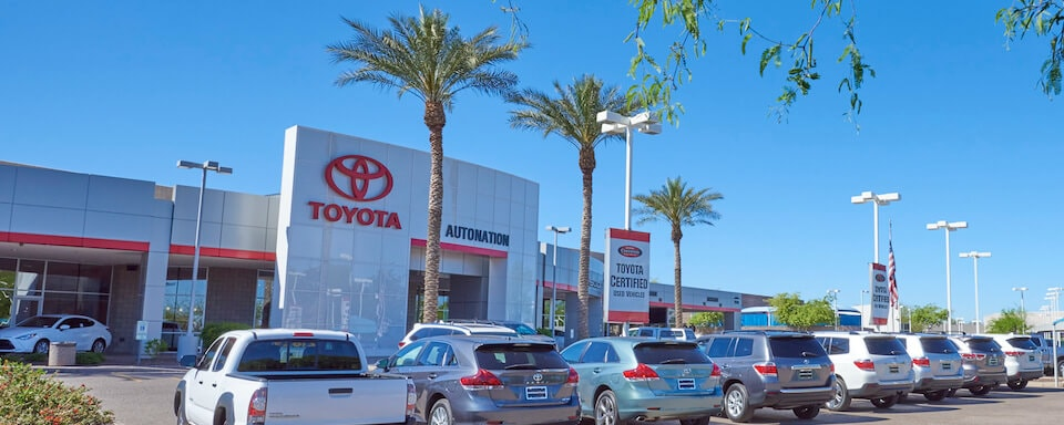 Exterior view of AutoNation Toyota Tempe during the day